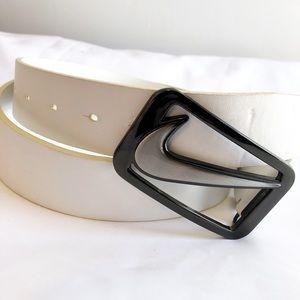 White leather golf belt Sz 40 (tiny flaw)